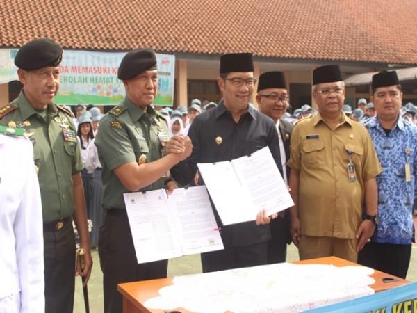 MOU Pemerintah Kota Bandung dengan Sesko TNI di SMAN 8 Bandung